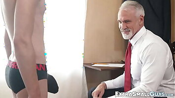 Doper tall dude banging fun sized twink raw and loving it