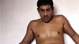 Guapo macho mexicano masturbandose (LALO SANTOS) 2